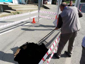 Adı Sellerle Gündeme Gelen Rize'nin Muradiye Beldesi'nde Bu Kez Yol Çöktü