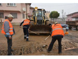 İnönü'de Yağış Sonrası Sokaklarda Temizlik Çalışması