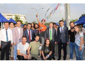 Rektör Ünal, Topluluk Tanıtım Günlerinde Öğrencilerle Buluştu