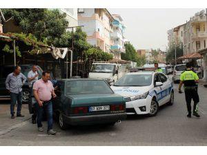 Dur İhtarına Uymayan Otomobil Polis Aracına Çarptı
