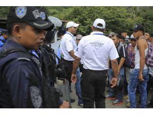 Meksika, Sınıra Yüzlerce Polis Gönderiyor