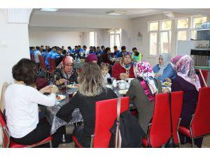 Karabükspor'da Futbolcular Aileleriyle 'Birlik Beraberlik Kahvaltısı' Yaptı