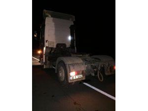 Tırın Yanan Lastiği Söndürülürken 3 Araç Birbirine Girdi: 1 Yaralı