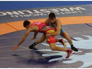 Dünya Serbest Güreş Şampiyonası'nda 4 Milli Güreşçi Yarı Finale Kalamadı