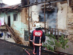 Malatya'da Tek Katlı Evde Yangın