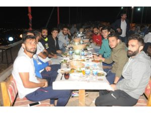 Cizrespor, Gölcük Maçı Öncesi Moral Yemeğinde Bir Araya Geldi
