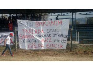 Gölpa Gençlik'ten Bakan Dönmez'e Pankartlı Stat Mesajı