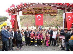 Türkiye'nin İlk Rafting Eğitim Merkezi Tunceli'de Açıldı