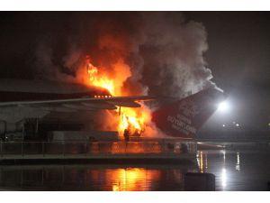 Uçak Restoran Alevlere Teslim Oldu