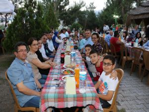 Soma'daki büyükşehir personeli iftarda buluştu