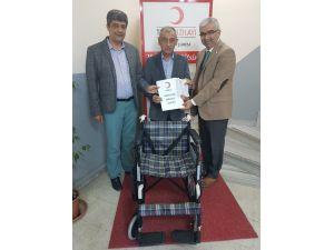 Aladağ Ailesinden Kızılay'a Tekerlekli Sandalye Bağışı