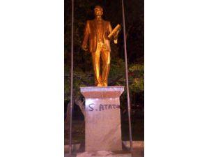 Atatürk Heykeline Sprey Boyalı Yazıya 3 Gözaltı
