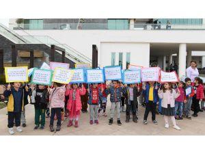 Öğrenciler, Çocuk Hakları İçin Yürüdü