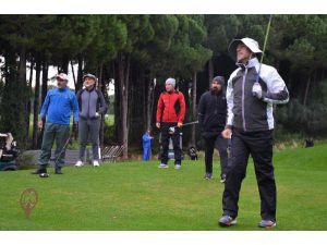 Golf Turnuvasında Tek Atışta Hedefi Bulan Oyuncuya 1 Kilo Altın Verilecek