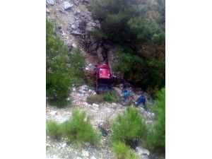 Alanya'da Kamyonet Uçuruma Yuvarlandı: 1 Ölü, 1 Yaralı