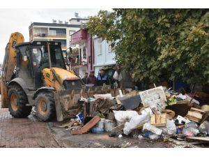 Çöp Evden 22 Kamyon Dolusu Çöp Çıktı