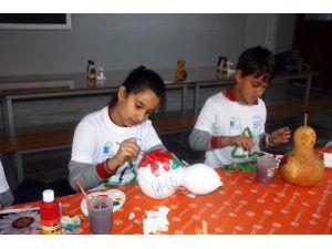 Öğrencilere Su Kabağı Boyama Ve Quilling Eğitimi