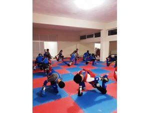 Tufanbeylili Gençler Muay Thai Öğreniyor