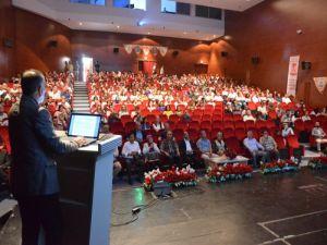 """Öğretmenlere """"Kuşaklar Arası Değişim ve Türkçe"""" konulu konferans verildi"""