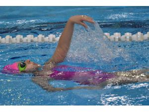 Adana'da Performans Yüzme Yarışları