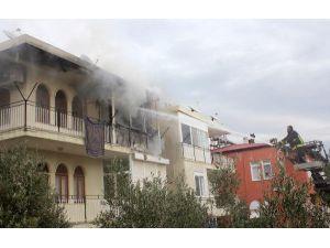 Evinde Yangın Çıkan Kadın, Karşı Komşuya Sığınıp, Kurtuldu