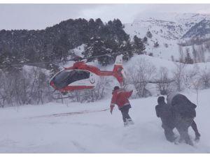 Ambulans Helikopter Karlı Bölgedeki Hasta İçin Havalandı