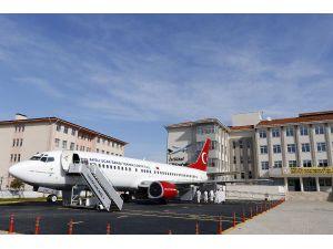 Okul Bahçesindeki Yolcu Uçağı, Turizme De Hizmet Ediyor