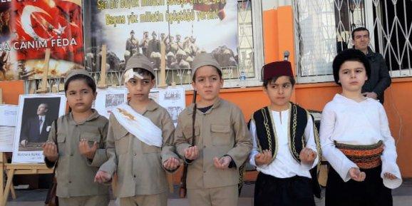 İlkokul öğrencileri Çanakkale Şehitlerini andı