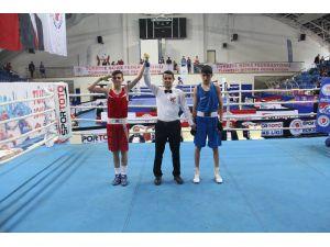 Okul Sporları Gençler-b Türkiye Boks Şampiyonası Mersin'de Yapıldı