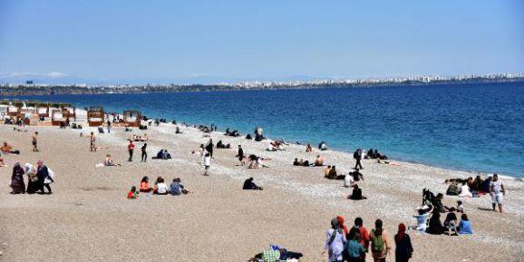 Konyaaltı Sahili'nde 23 Nisan Bereketi