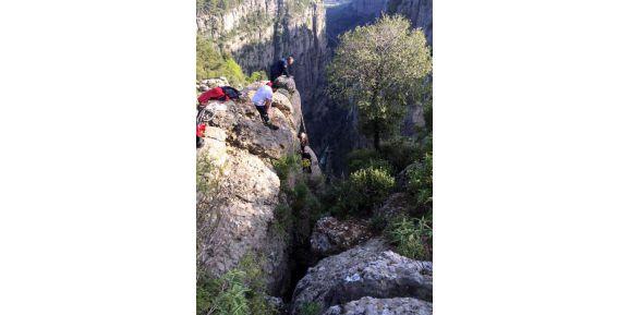 Tazı Kanyonu'nda 10 Metreden Düşerek Yaralanan Kadın Kurtarıldı