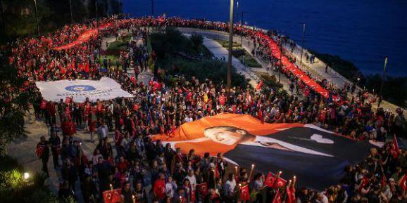 Antalya'da 23 Nisan Fener Alayı İle Kutladı