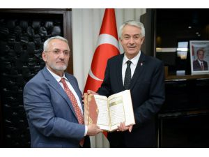 Müftüden Belediye Başkanına Kur'an-ı Kerim'li Hayırlı Olsun Ziyareti