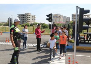 Erdemli Belediyesi'nden Öğrencilere Ücretsiz Trafik Eğitimi