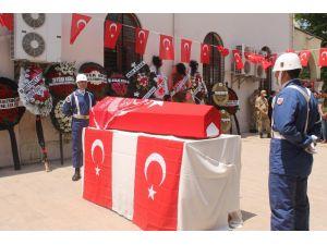 Kalp Krizi Geçirip Şehit Olan Acemi Asker Adana'da Toprağa Verildi