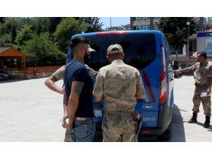 'Dur' İhtarına Uymayan Mülteci Askeri Personele Çarptı