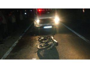 Tarsus'ta Kamyonetle Motosiklet Çarpıştı: 1 Ölü, 1 Yaralı