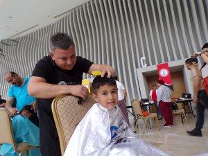 Kuaförler, kimsesiz çocukların saçlarını yaptı