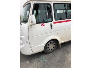 Kırmızı Işıkta Bekleyen Servis Minibüsü Sürücüsüne Silahlı Saldırı