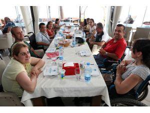 Mersin Büyükşehir Belediyesi, Hataylı Engellileri Yemekte Ağırladı