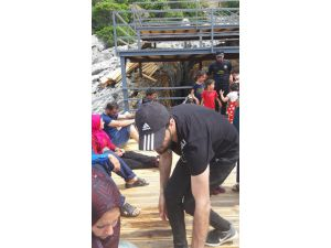 Kaş'ta 21 Kaçak Göçmen Yakalandı