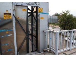 Yaya Üstgeçidindeki Asansörün Kapısı Çalındı
