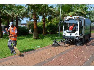 Alanya'da Sokak Ve Bulvarlar Temizleniyor