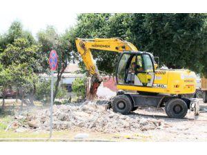 Manavgat'ta 4 İş Yeri Yıkıldı