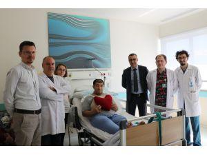 Isparta'da Kalp Rahatsızlığı Bulunan Hastaya Mekanik Aort Kapağı Takıldı