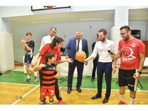 Başkan Aydar, Çocuklarla Basketbol Oynadı