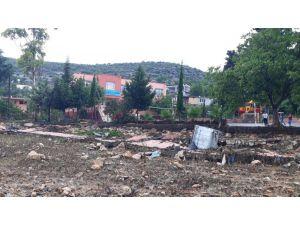 Yağışlar Tarsus'ta Okul İhata Duvarını Yıktı
