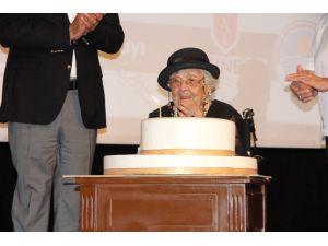 106 Yaşına Giren Muazzez İlmiye Çığ İçin Mersin'de Doğum Günü Kutlaması