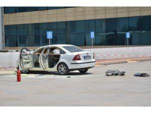 Alev Alan Otomobilin İçerisinde Kilitli Kalan Engelli Ağır Yaralandı