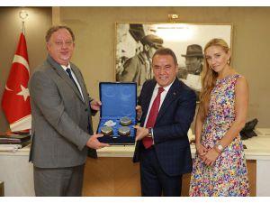 Dünya Şampiyonu Navka, Başkan Böcek'i Ziyaret Etti